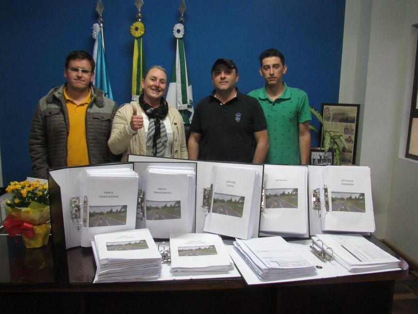 Entrega do Projeto da Pavimentação Asfáltica do Angaí
