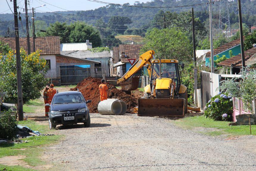 Pavimentação é retomada no Conjunto Gralha Azul