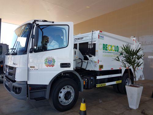 Novo caminhão para Coleta de Lixo