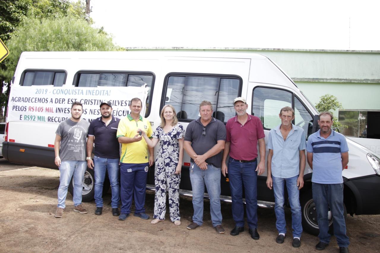 Prefeitura adquire Van para a secretaria de Esportes