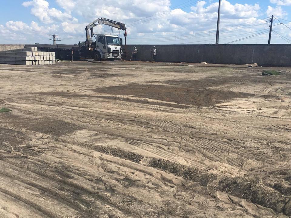 Prefeitura recupera campo de futebol sintético