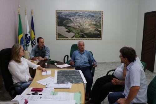 Prefeita recebe representante do ITCG para debater regularização fundiária