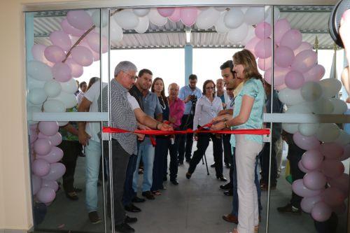 Beth Camilo inaugura UBS e entrega máquinas e veículos