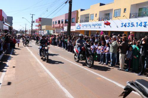 Manoel Ribas realiza desfile cívico