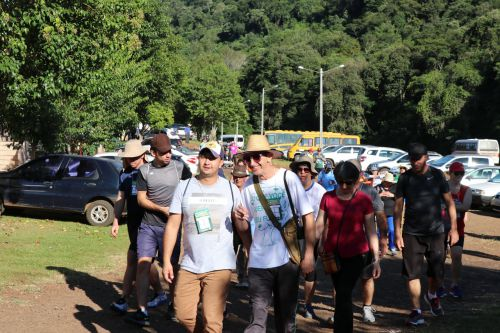 Caminhada na Natureza reúne cerca de 400 pessoas em Manoel Ribas