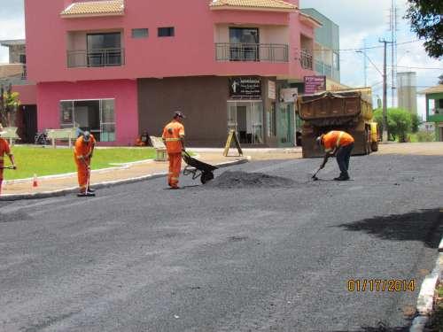 Prefeitura Municipal de Manoel Ribas recupera asfalto na Avenida Brasil