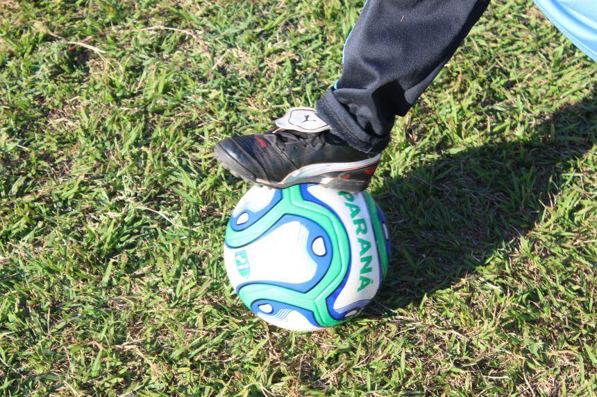 Secretaria de Esportes e Lazer disponibiliza oficina de futebol para jovens