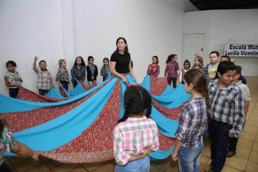 Sarau de danças da Escola M. Professora  Lucília Vicentini Ferrari - Ensino Fundamental