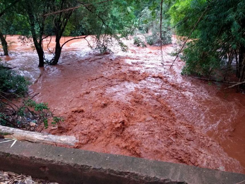 Chuva provoca queda da ponta Picolli