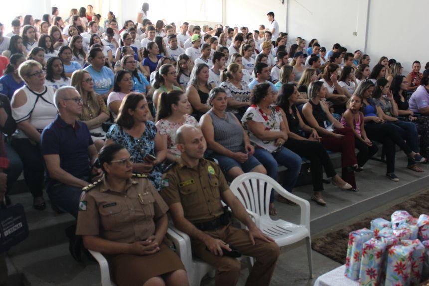 Palestra sobre segurança pública com a coronel Audilene Rosa reúne mais de 150 pessoas na casa da cultura em Paiçandu