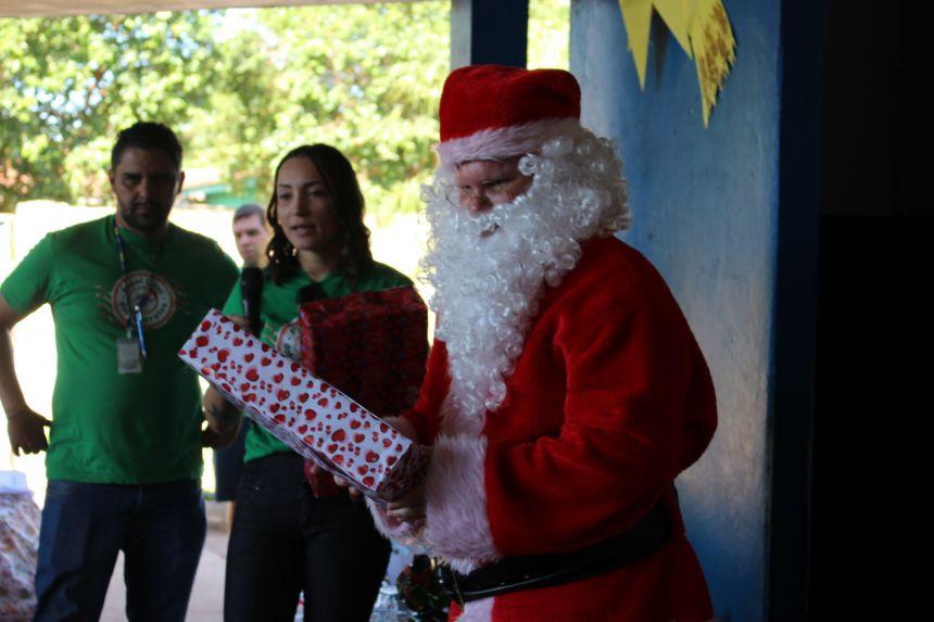 Alunos da Escola Pedro Françozo recebe doação de brinquedos