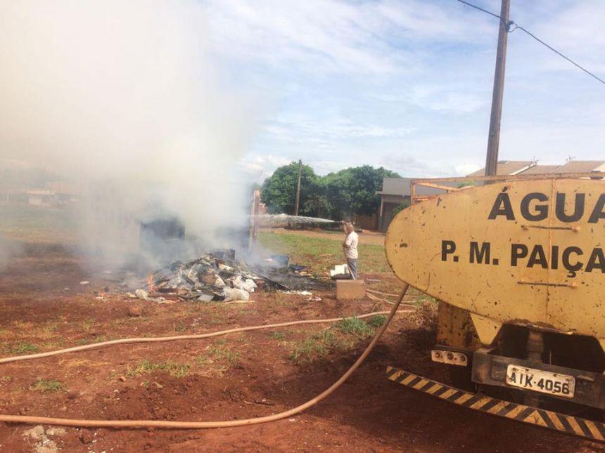 """""""Eco Ponto"""" é incendiado no Jardim Bela Vista I"""
