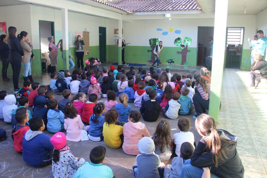 CMEI Anísio Marconi participa do projeto de Contação de Histórias na Casa da Cultura