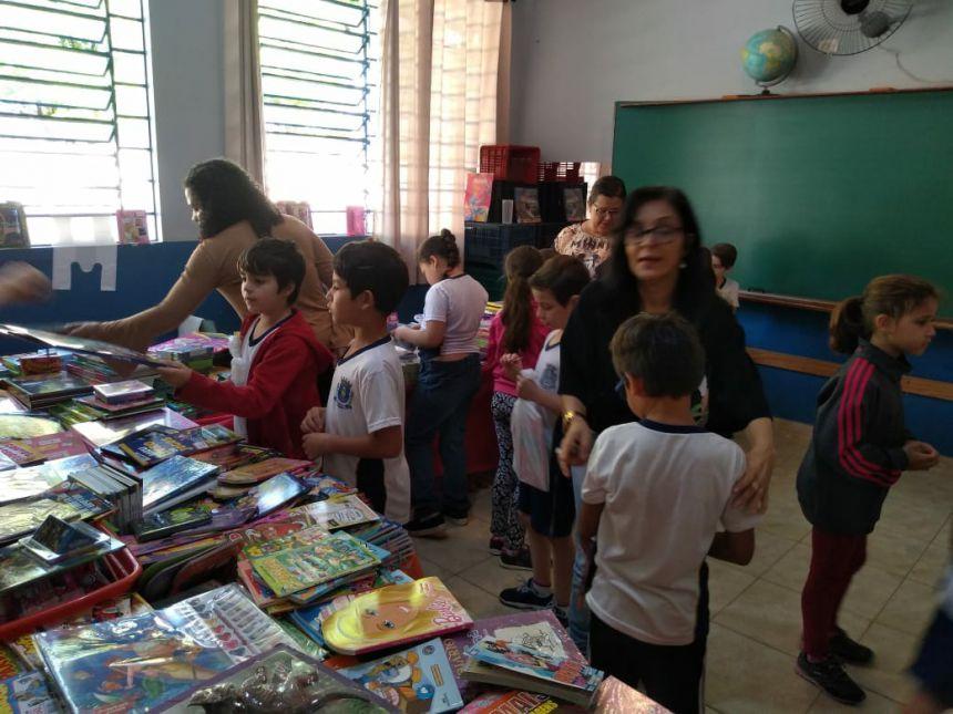 Escola Lucilia realiza feira de livros