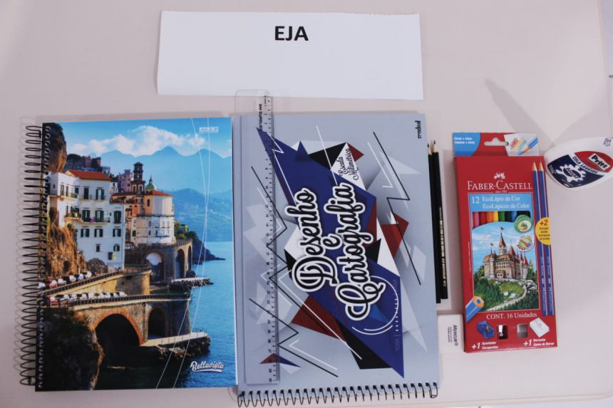 Exposição de materiais escolares na Autarquia de Educação
