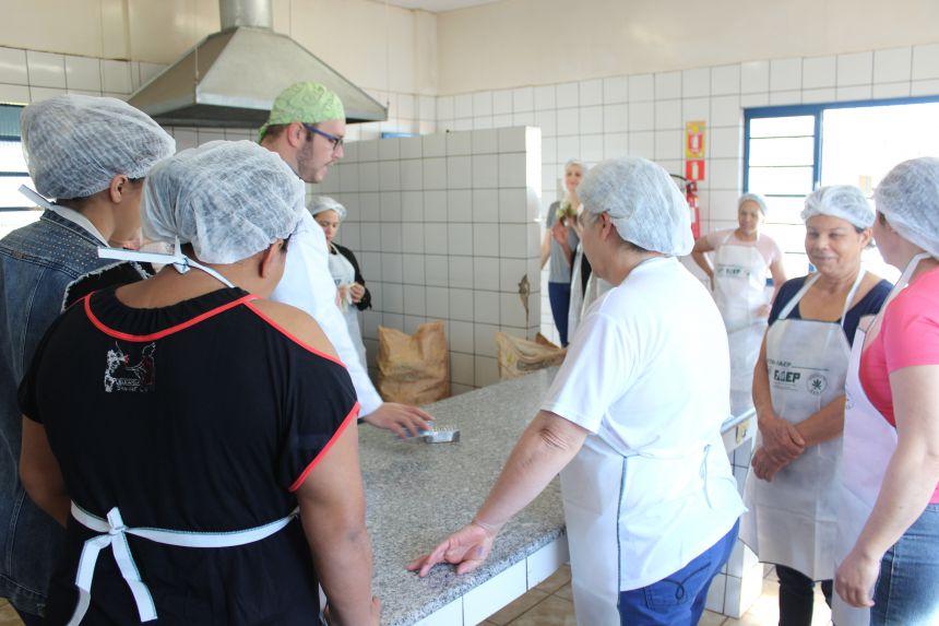 Secretaria de Educação em parceria com SENAR realiza capacitação para merendeiras do município