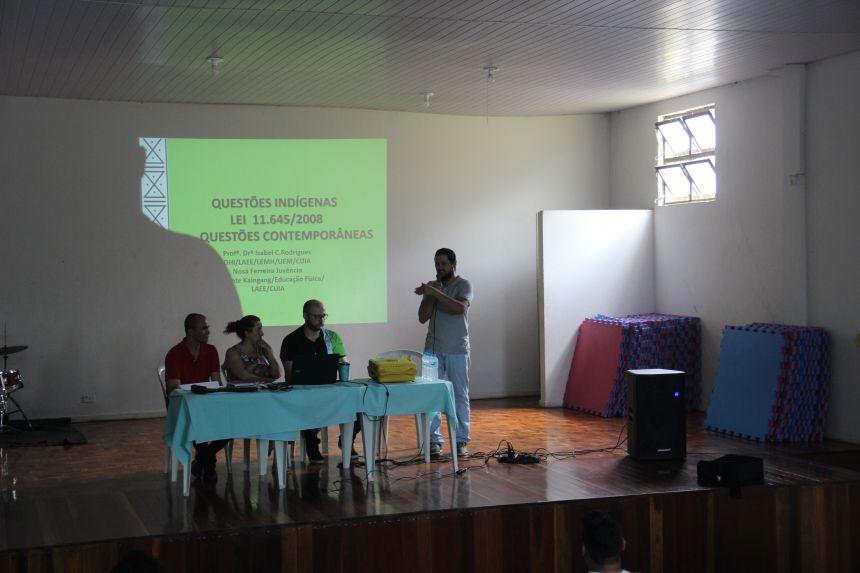 Palestra sobre aplicabilidade da temática indígena dentro e fora do espaço escolar é realizada em Paiçandu