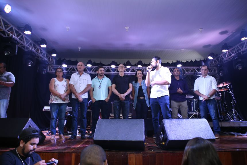 Primeiro dia do 4º Festival de Música Novos Talentos de Paiçandu reúne mais de 300 pessoas