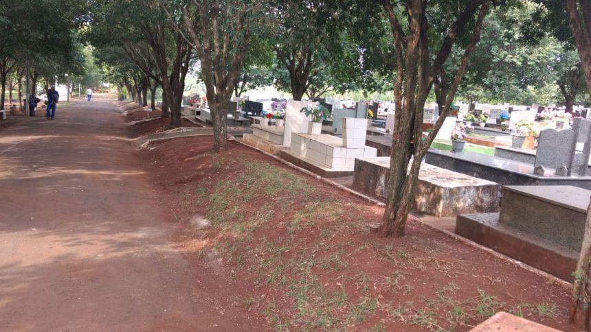 Cemitério Municipal de Água Boa recebe manutenção semanalmente