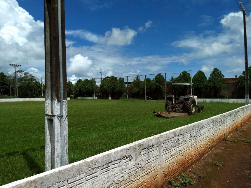 Secretaria de Serviços Públicos realiza manutenção nos Complexos Esportivos