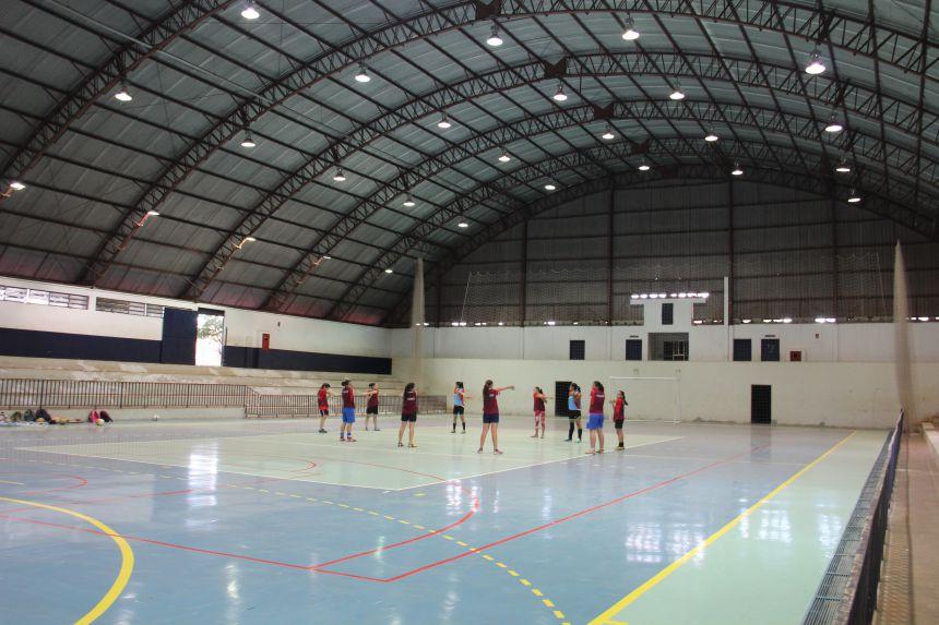 Time de Futsal Feminino Juvenil realiza primeiro treino no Ginásio de Esportes após reforma da quadra