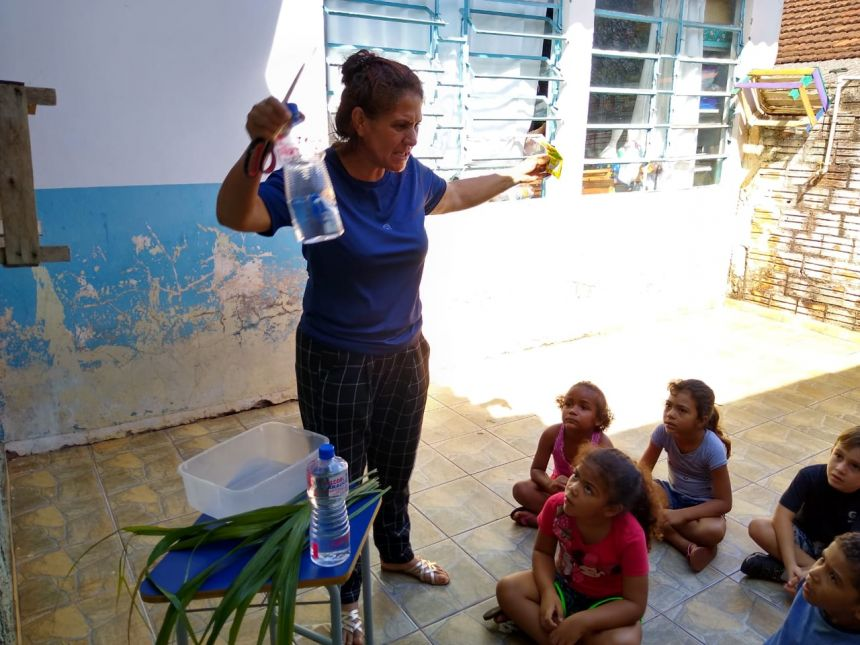 Alunos de Água Boa realizam de combate à dengue