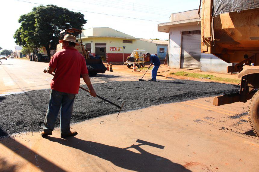 Secretaria de serviços públicos realiza implantação de passagem elevada na Rua Orlando Tortola no Jardim Bela Vista I