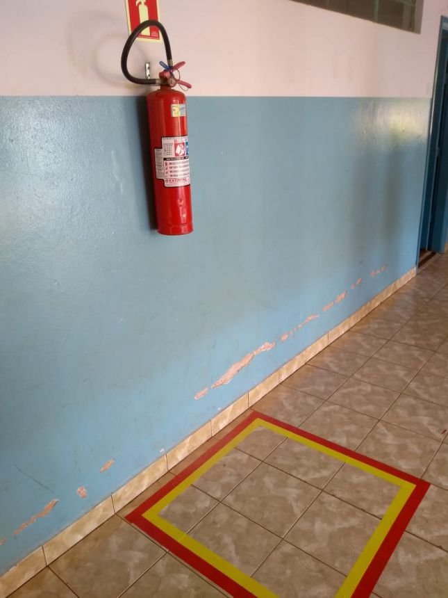 Segurança do Trabalho realiza sinalização de segurança nas escolas municipais