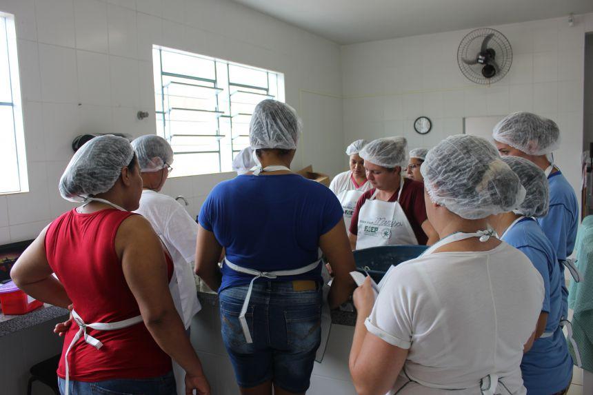 Secretaria Municipal de Educação em parceria com SENAR promove curso para merendeiras da rede municipal