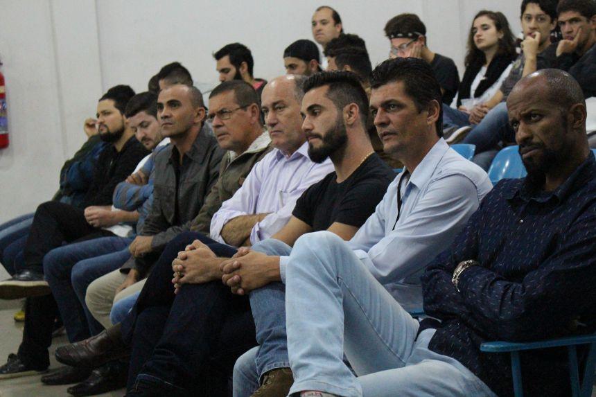 Audiência pública da secretaria de esporte e lazer reúne aproximadamente 100 pessoas