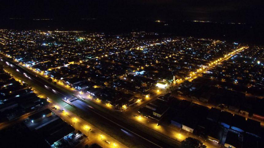 Secretaria de Serviços Públicos realiza instalação e manutenção de serviços elétricos no município