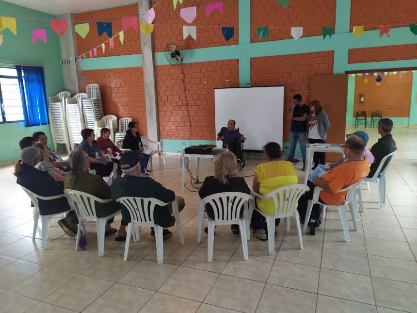 Iniciaram as aulas de smartphone no Telecentro do idoso