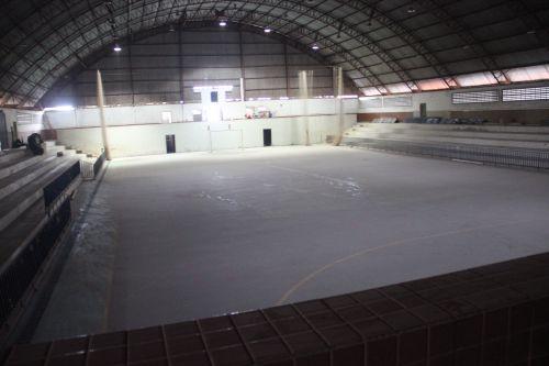 O ginásio de esportes está sendo reformado e ampliado com recursos próprios e do governo federal