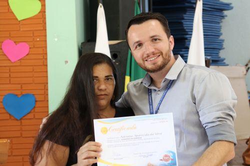 Entrega de certificados para formandos do Telecentro