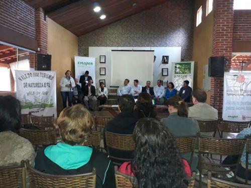 Secretaria de Turismo e Empreendedores de Paiçandu compareceu na o 4º Workshop Turismo na Agricultura Familiar Vale do Ivaí