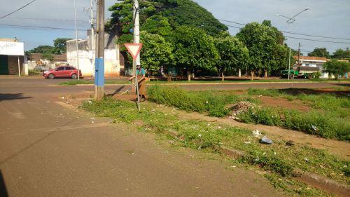 Secretaria de serviços públicos realiza manutenção em diversos pontos da cidade