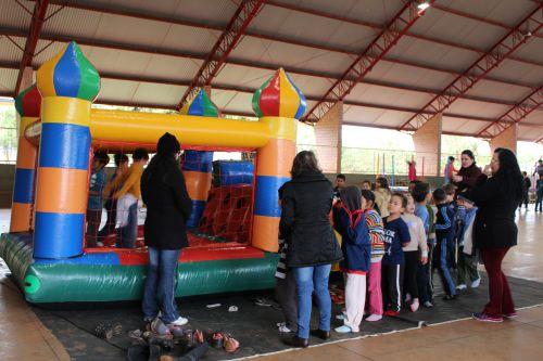 Escola Municipal Vereador Antônio Linares realiza atividade interativa para comemorar o dia do estudante
