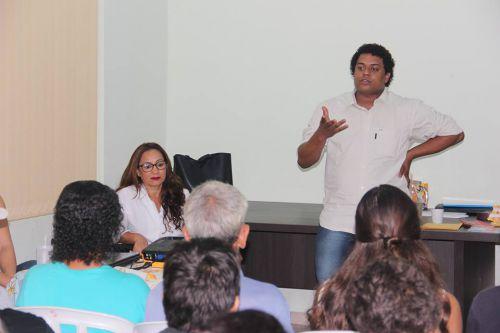 Programa de Aceleração do Crescimento realiza palestra no CRAS