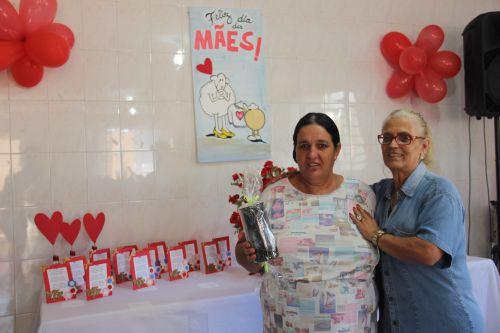 Servidores do CAPS fazem homenagem para mães