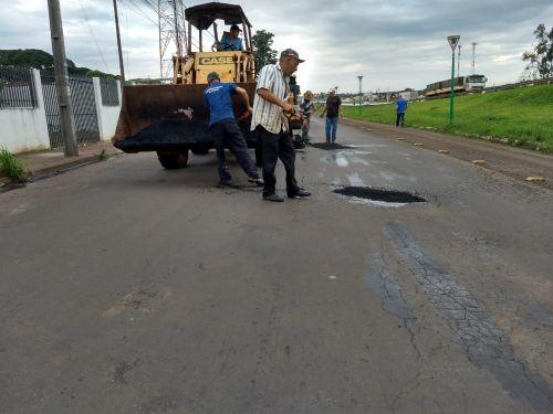 Secretaria de Serviços Públicos realiza operação tapa-buraco em vários pontos na cidade
