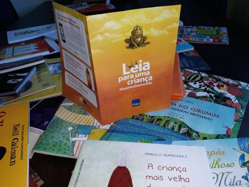 Secretaria de assistência social recebeu livros do projeto Itaú social