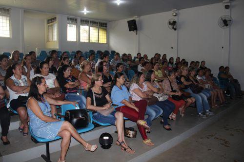 Secretaria de educação realiza formação com auxiliar de serviços gerais que atuam na rede municipal de ensino