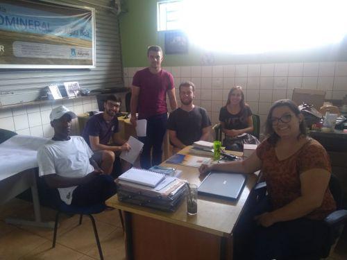 Alunos da UEM promovem educação ambiental na Feira Livre