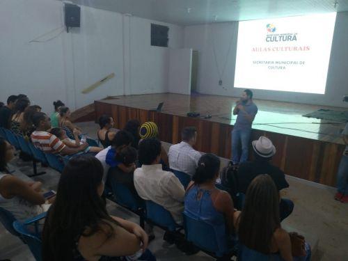 Secretaria de cultura recebe pais dos alunos das oficinas