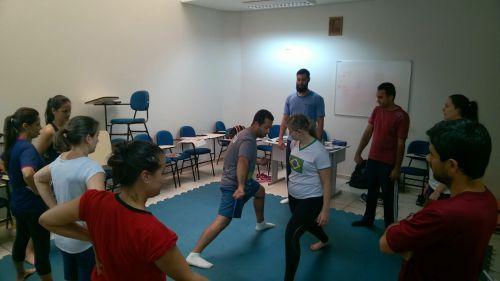 PROFESSORES DE EDUCAÇÃO FÍSICA REALIZAM FORMAÇÃO DE LUTAS NO CONTEXTO ESCOLAR