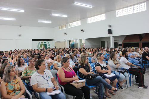 Evento de formação reúne 200 profissionais da educação municipal
