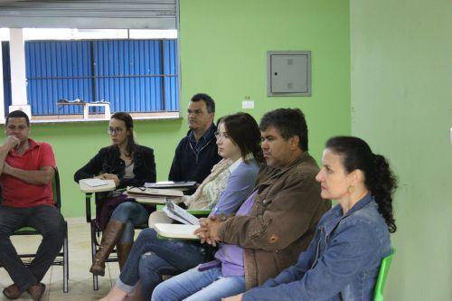 Secretaria de Turismo realiza palestra para Associação de Artesãos