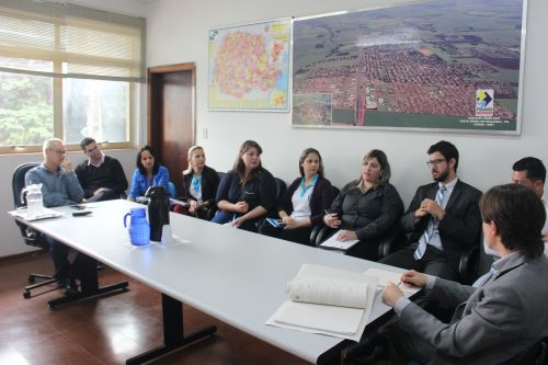 Reunião entre autoridades trata sobre vagas em CMEIs