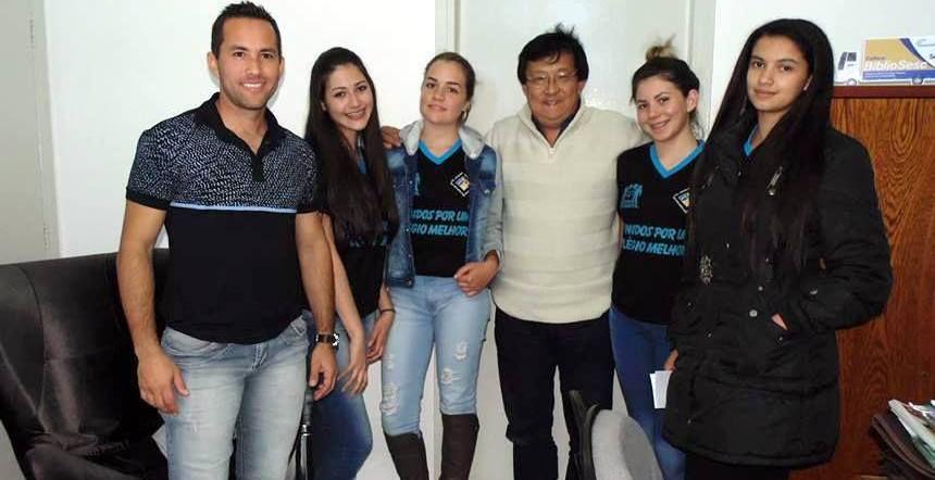 ROSÁRIO DO IVAÍ - Ação Colégio do Campo de Boa Vista da Santa Cruz - Alunas representantes do Grêmio fazem reivindicação em prol da comunidade de Boa Vista da Santa Cruz em Rosário do Ivai