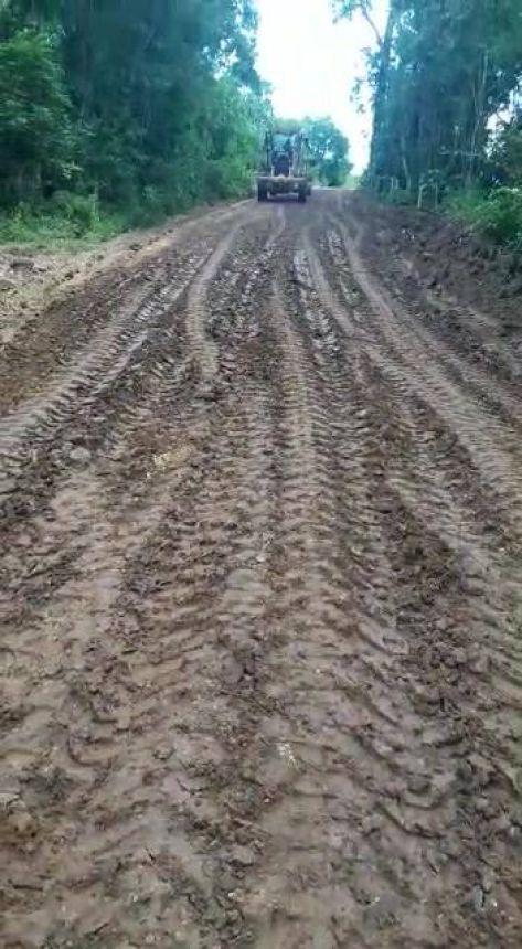 Prefeitura de Rosário do Ivaí realiza recuperação de estradas em áreas rurais do município